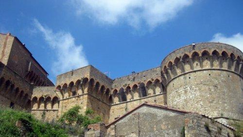 Крепостные стены тур Вольтерра