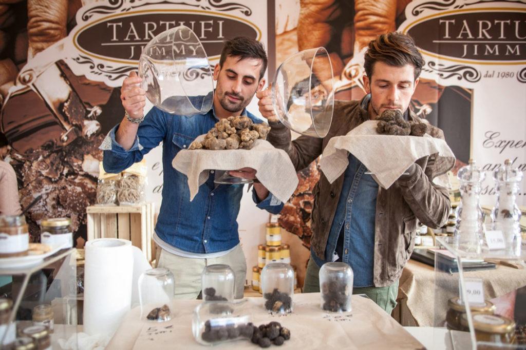 праздник трюфелей италия