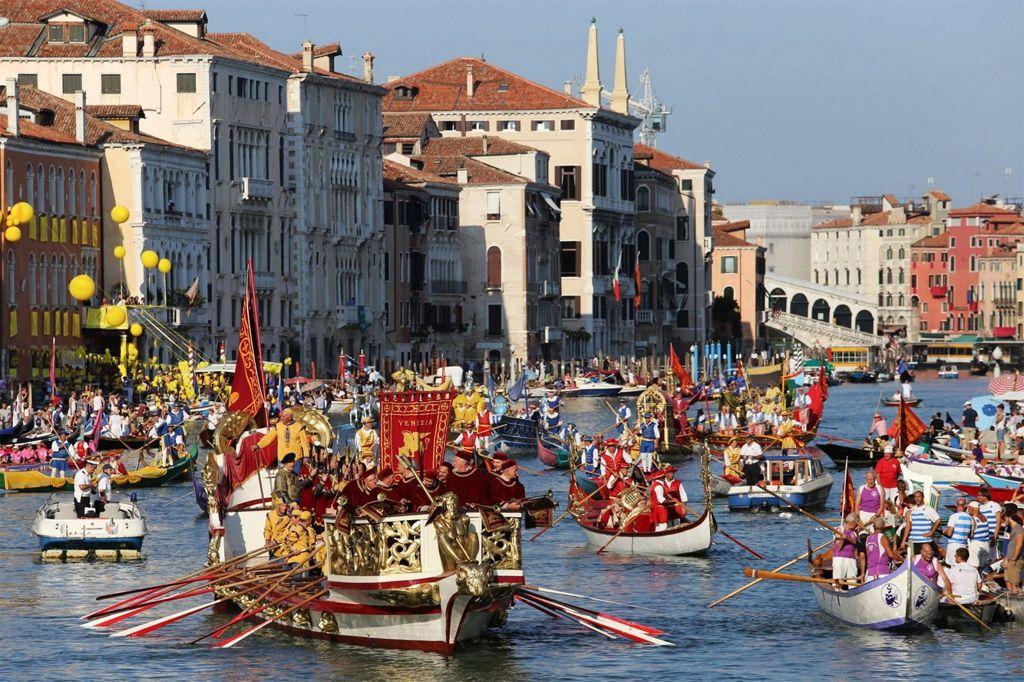 Италия, праздники в сентябре: регата в Венеции